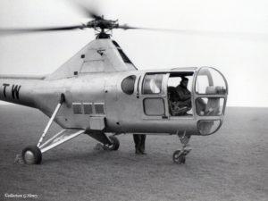 1953 - Aux commandes du Sikorsky S-51 lors de son stage chez Westland Yeovil en janvier 1953. Archives G